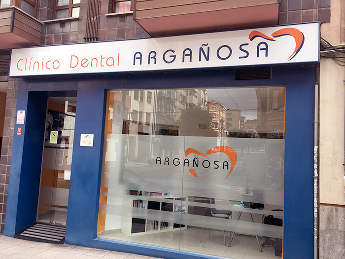 Fachada Clínica dental Argañosa